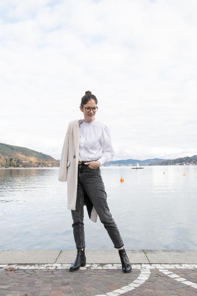 Herbstoutfit beiger Mantel Wörthersee TheSandraBlog